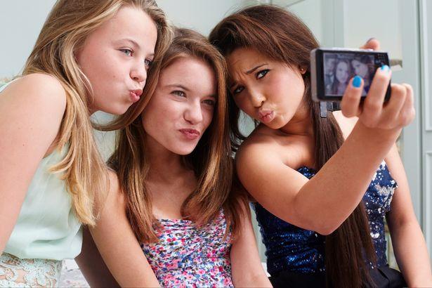 teens-selfie