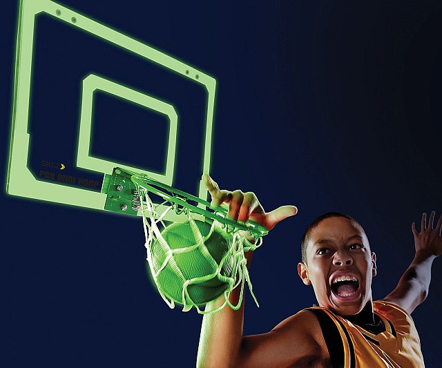 glow-in-the-dark-basketball-hoops-640x533
