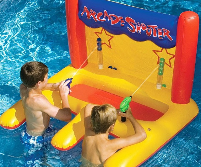 water-shooter-pool-toy-640x533