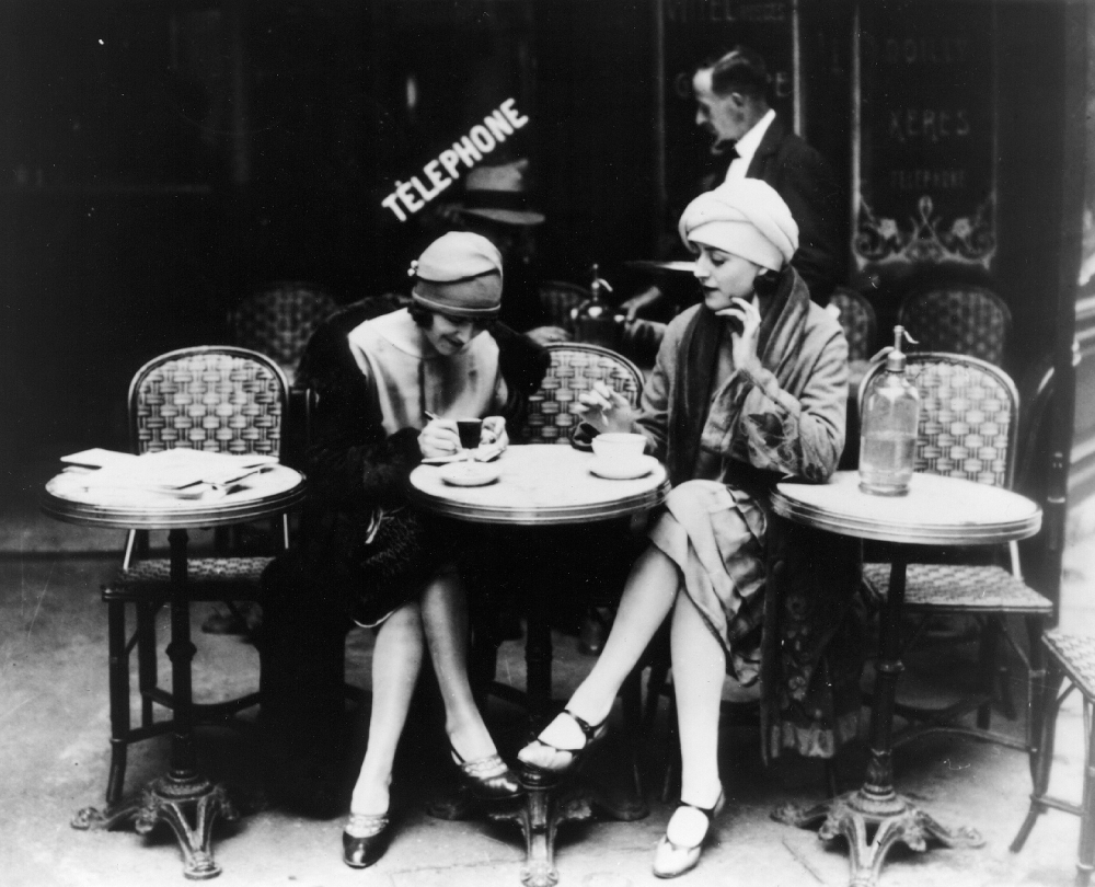 20.paris-was-a-woman-1996-001-women-sitting-outside-cafe